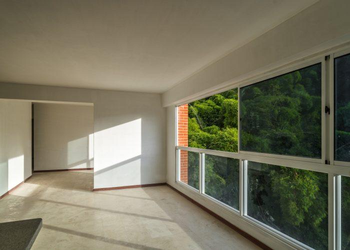 Edificio Cima Bosque balcón