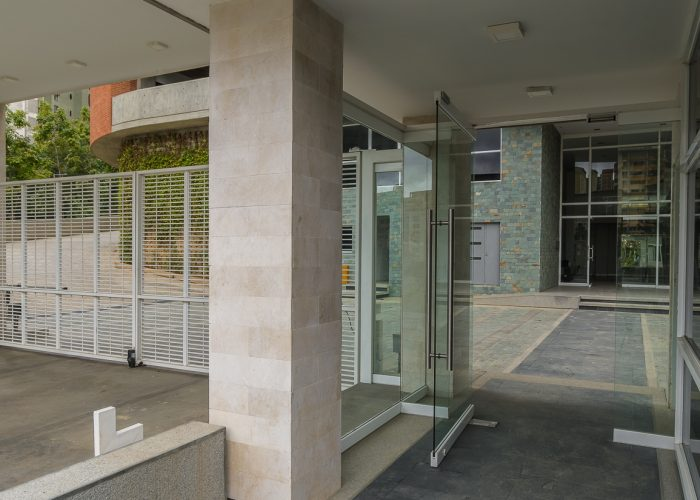 Edificio Cima Bosque acceso